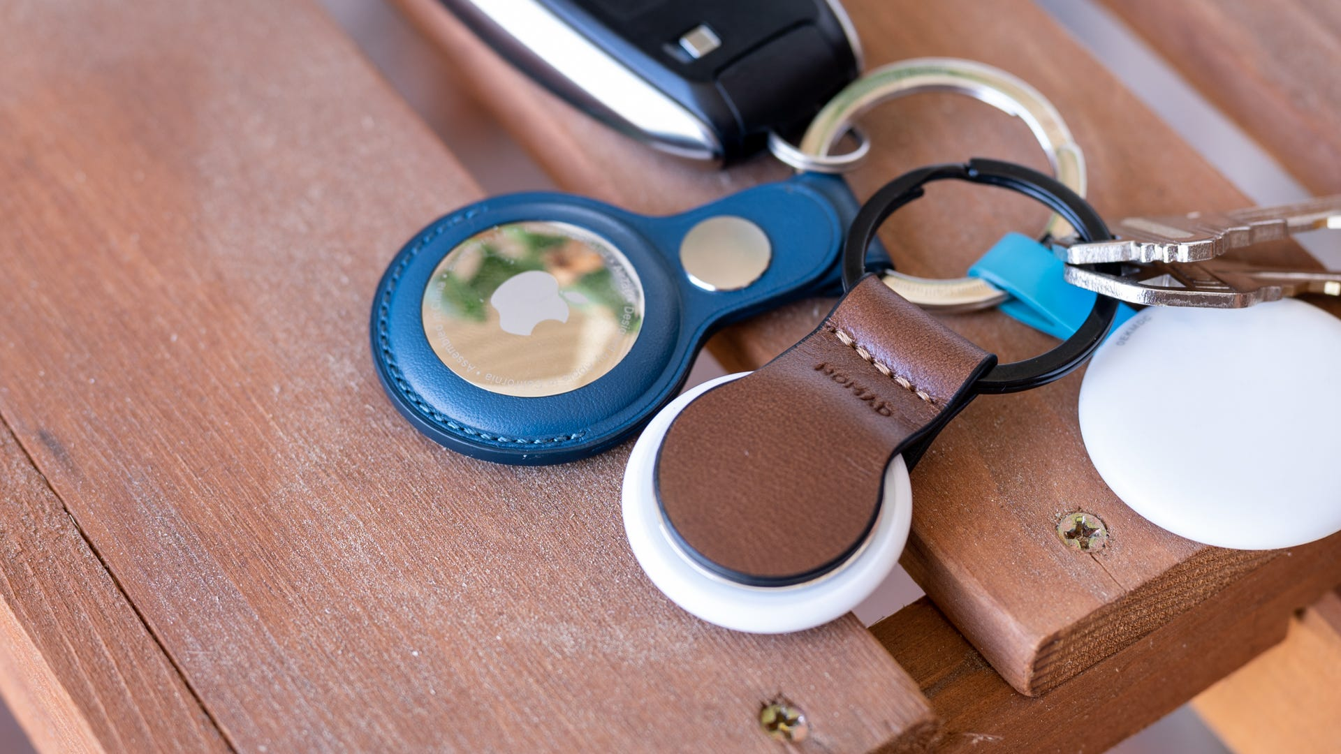 Nomad AirTag Leather Loop vs Apple accessory