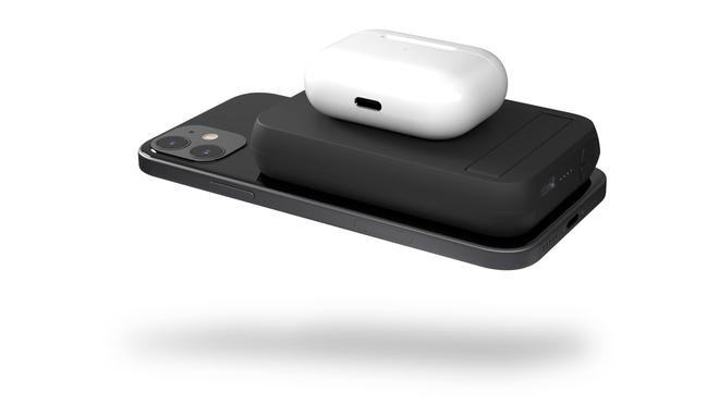 Slide This Zens Charger Between Two Devices to Wirelessly Charge Both at Once