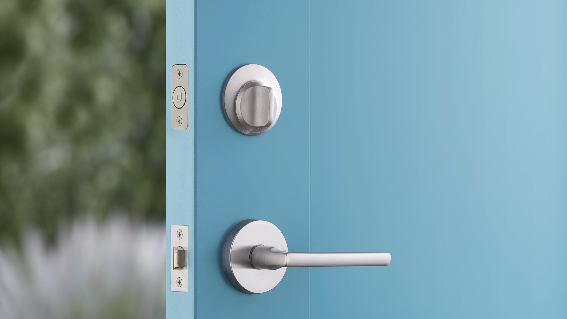 A smart lock that looks identical to a dumb lock---from the outside of the door.