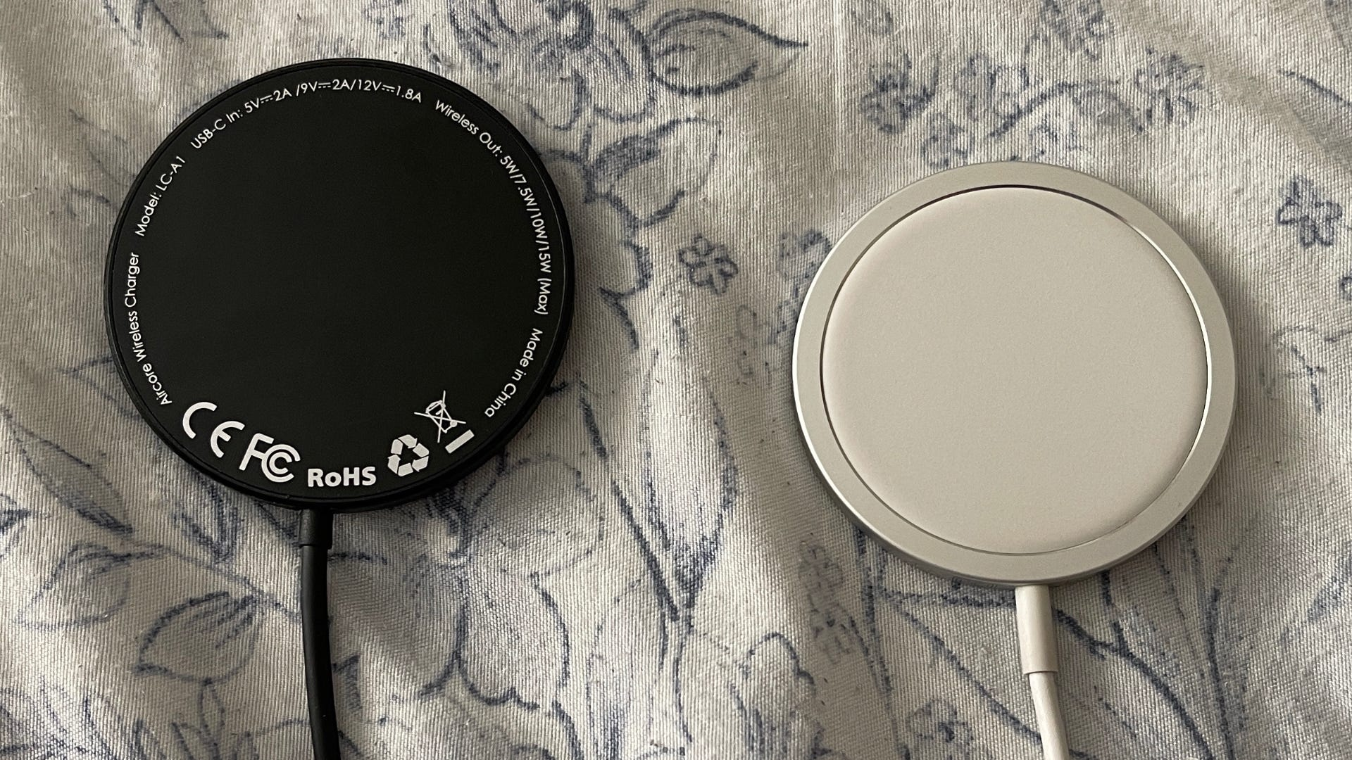 Aukey Aircore wireless charger vs. Apple MagSafe charger