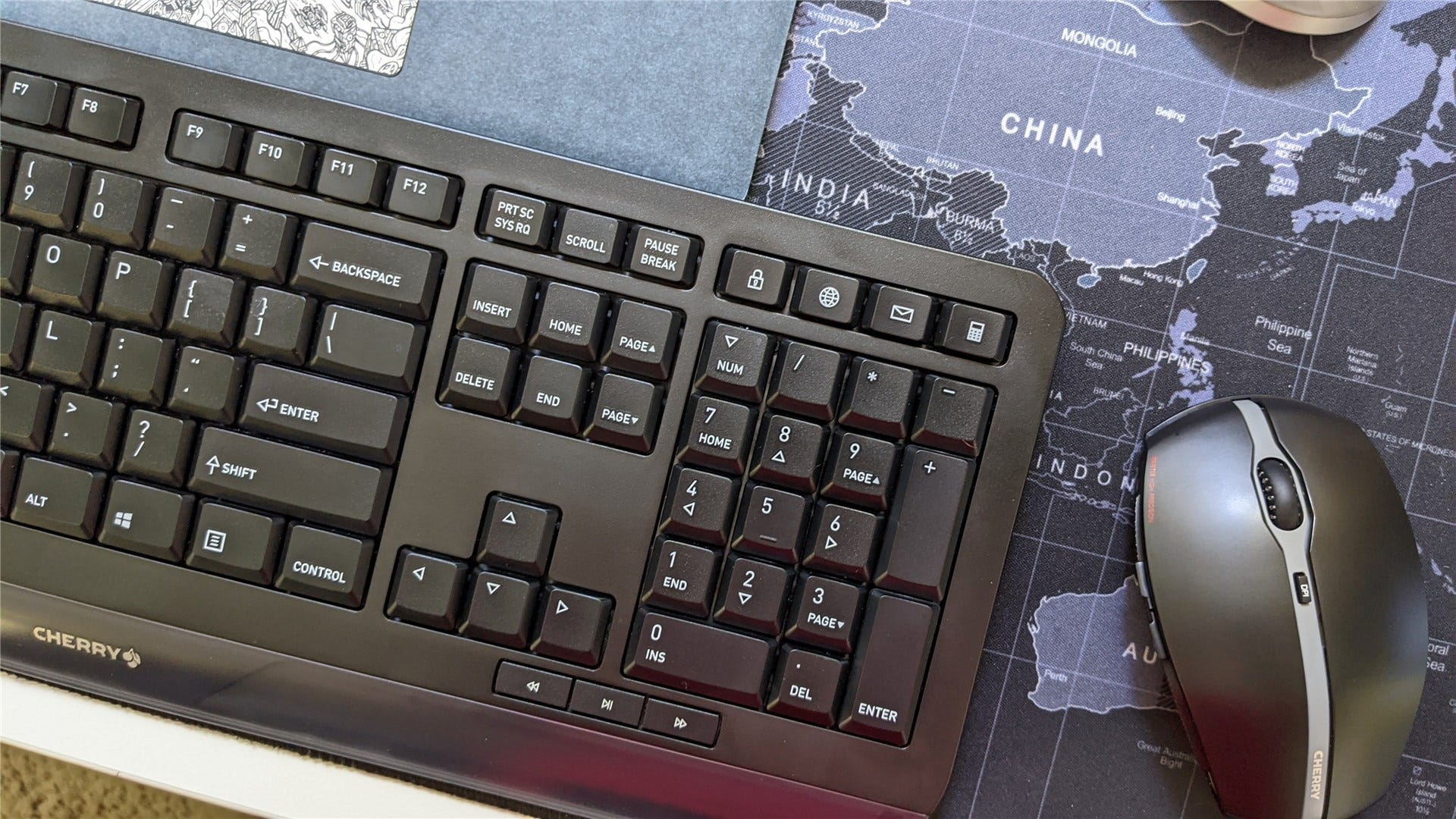 The Gentix keyboard and mouse set