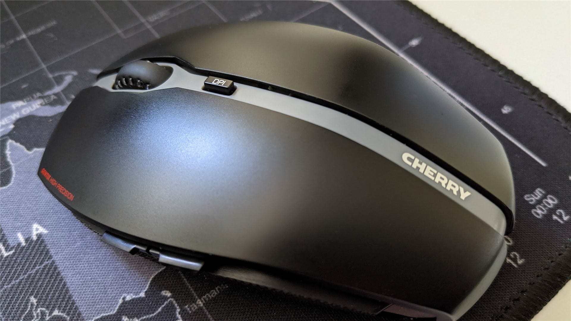 The Cherry Gentix mouse with a focus on the DPI button
