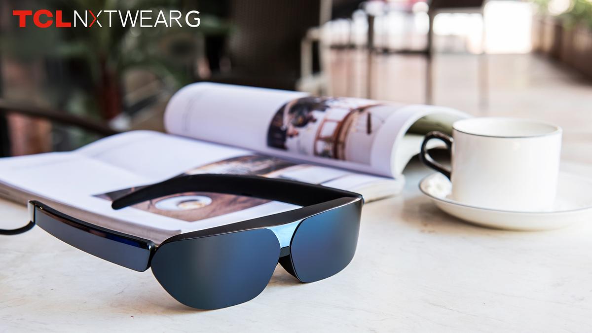 TCL's smart glasses.
