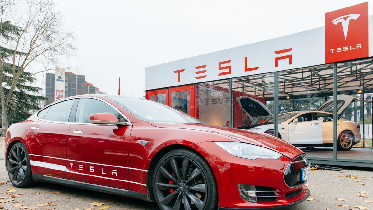 New Tesla Model S showroom in Paris