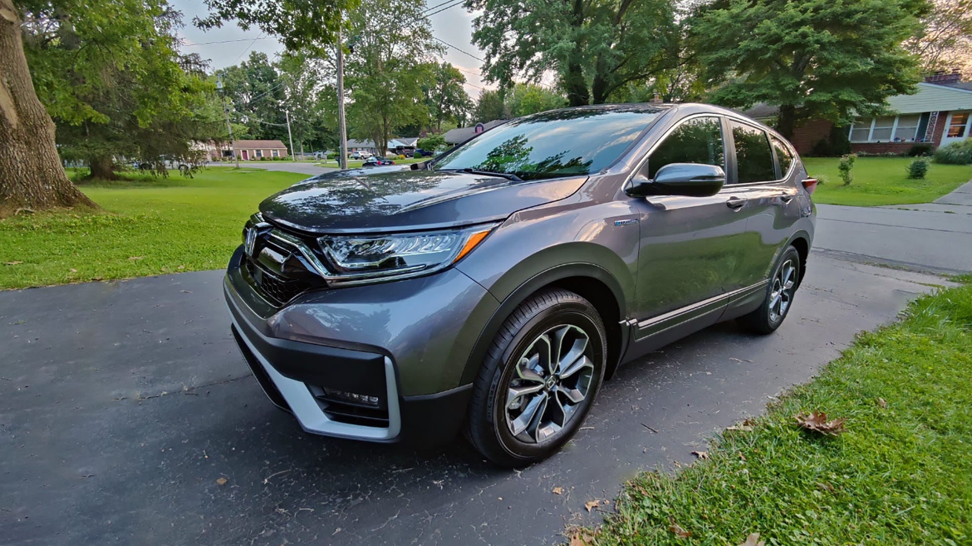 The same steel-grey Honda CR-V Hybrid from before, at another angle