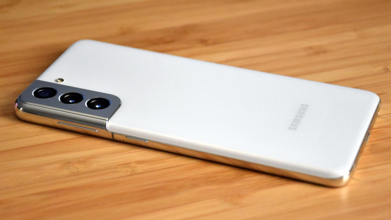 Close-up of Samsung Galaxy S21 camera bump on desk