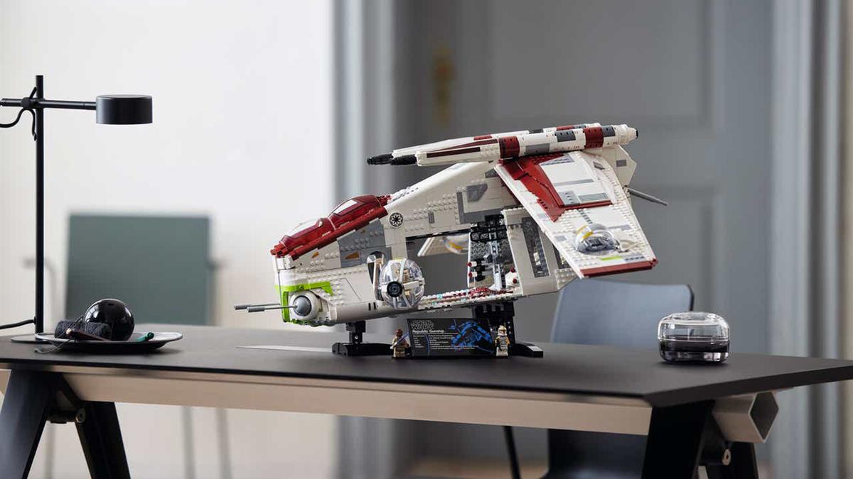 "'Star Wars"" Republic Gunship."