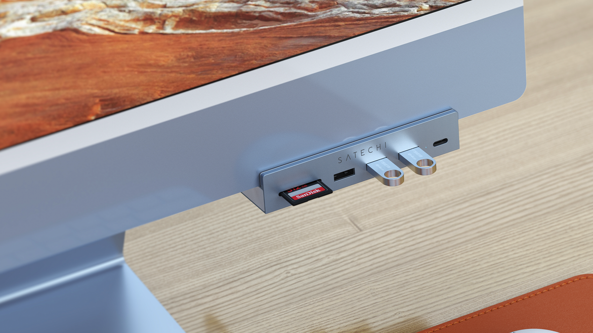 Satechi's new USB-C hub clamped to the chin of an M1 iMac.