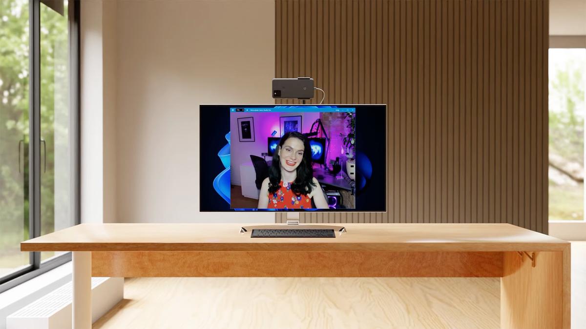 A Windows 11 PC using a Google Pixel phone as a webcam with Camo.