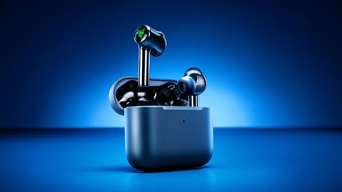 The new Razer Hammerhead True Wireless earbuds seen in their case against a gradient blue background