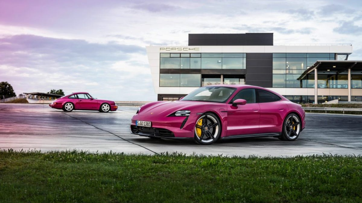 Porsche Taycan 2022 in Pink