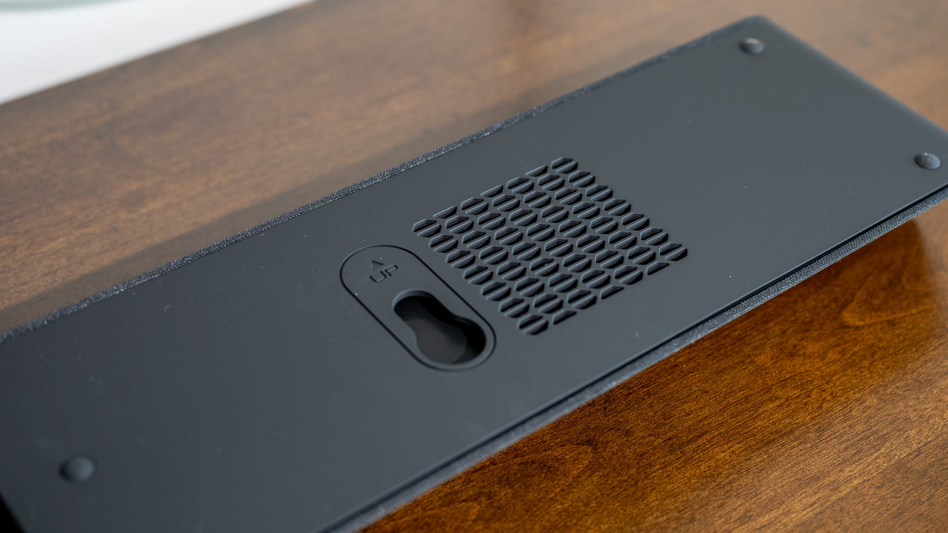Vizio V21d-J8's wall mount and cooling vents