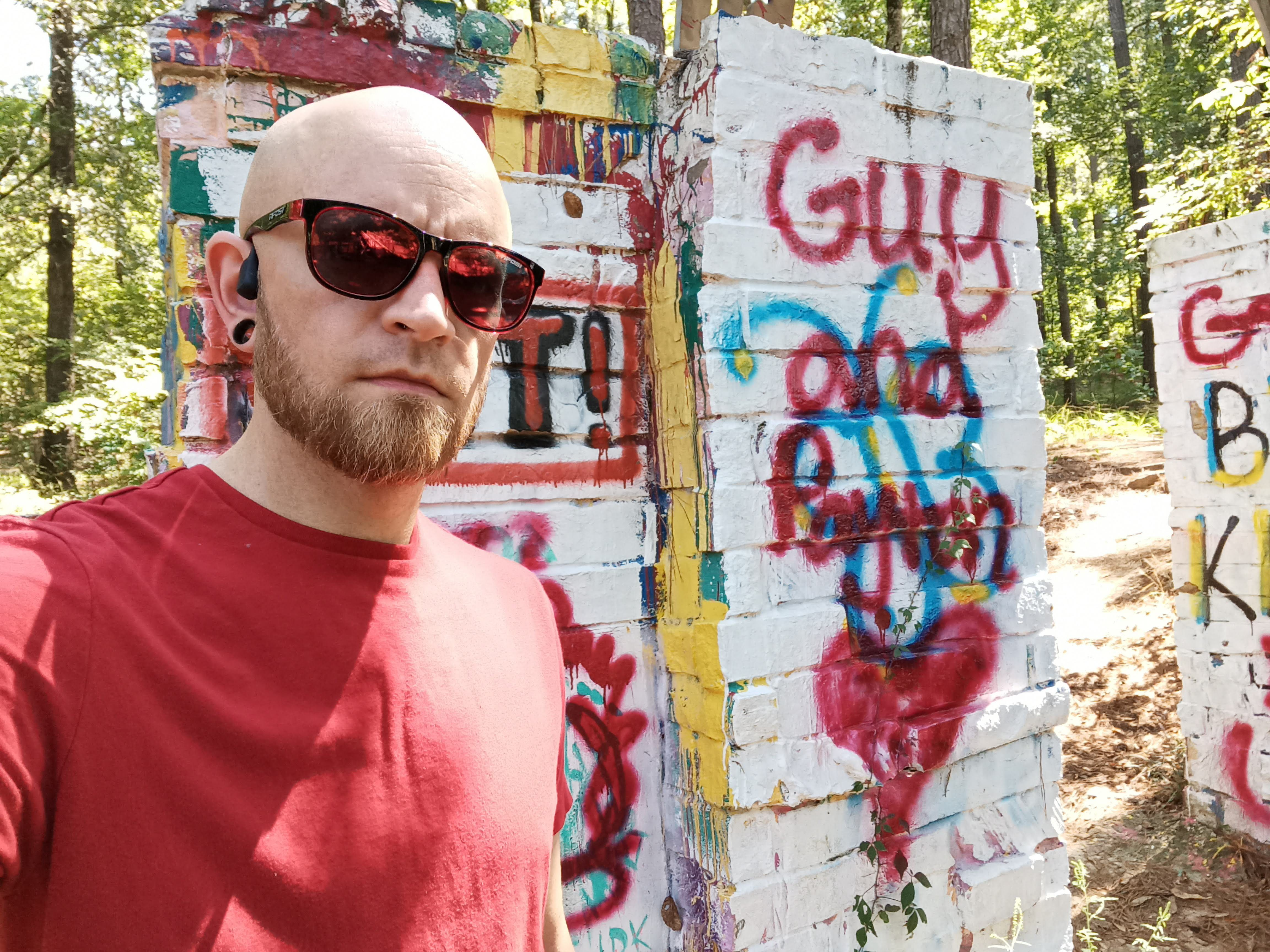BLU G91 Pro front camera sample: A selfie in front of a graffiti wall