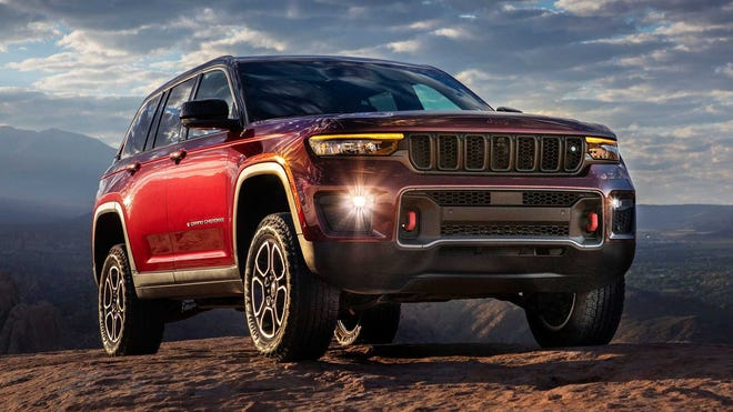 The First Jeep Grand Cherokee Plug-in Hybrid Arrives Packed With Features