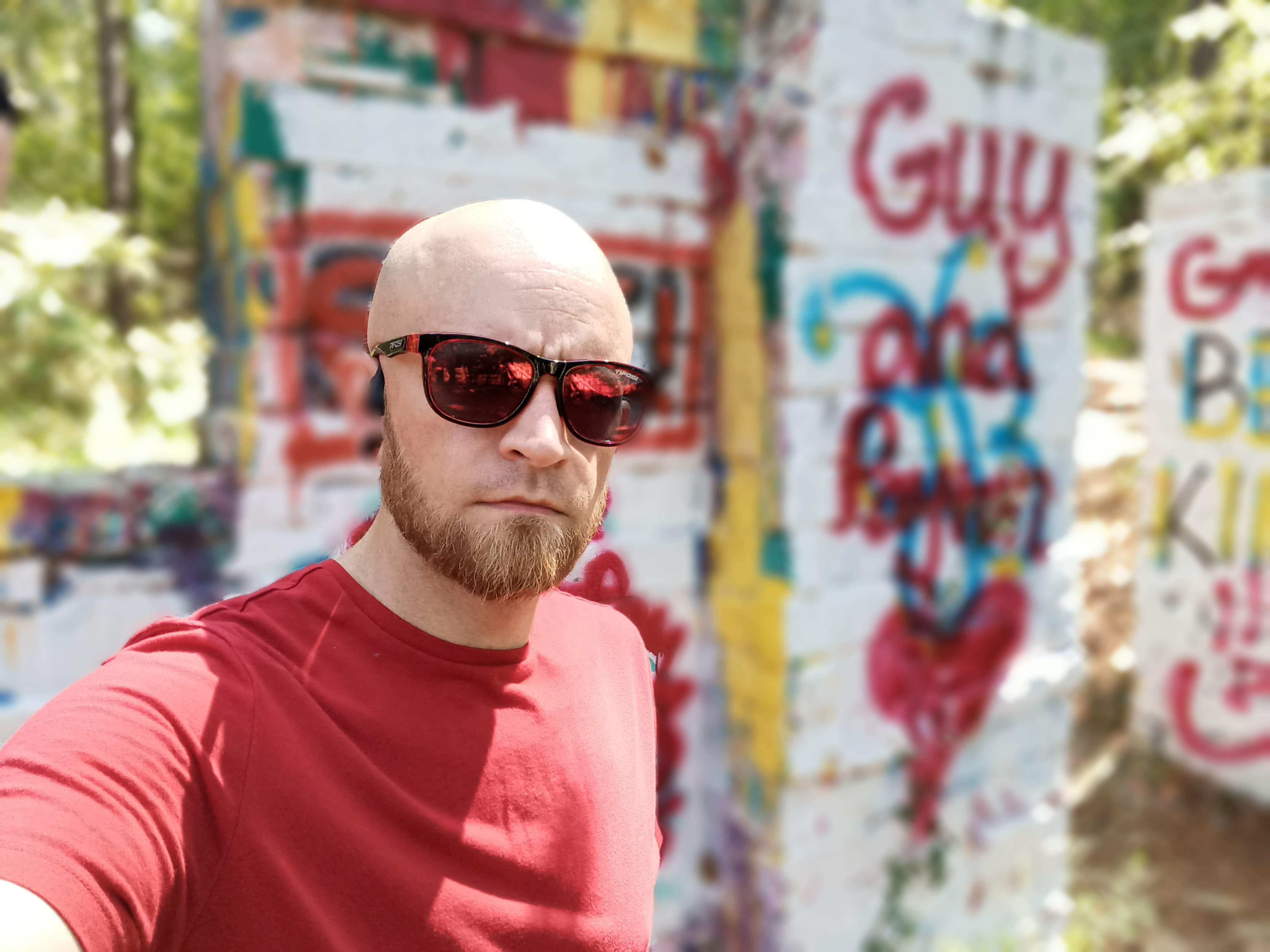 BLU G91 Pro front camera sample: A selfie in front a graffiti wall selfie mode on. Again, my ear is gone.