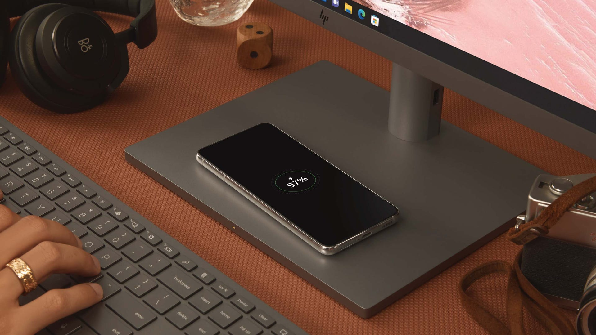 HP Envy 34 charging pad on stand