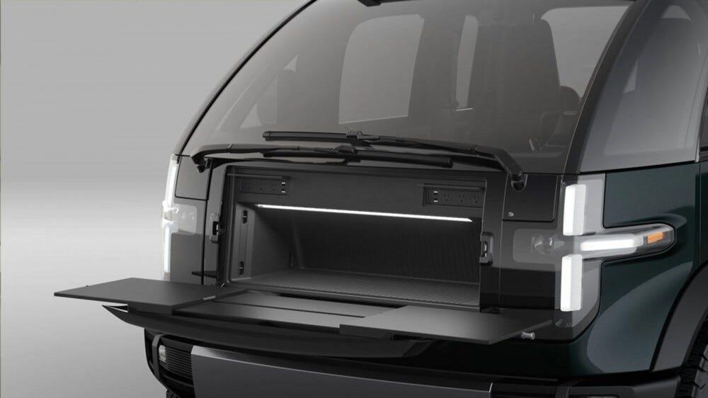 A Canoo Pickup eleje, kihajtható munkapaddal.
