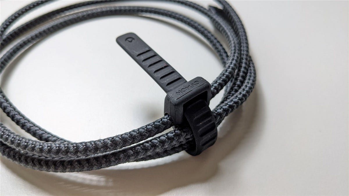 The built-in rubber tie