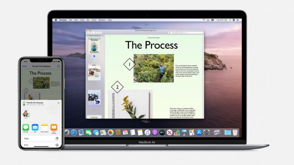 Példa az iPhone és a MacBook Air közötti AirDrop-ra.