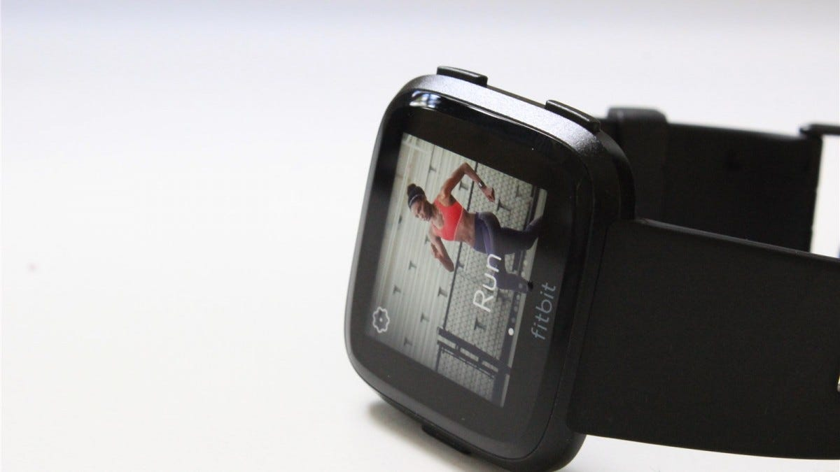 Fitbit Versa on the workout screen.