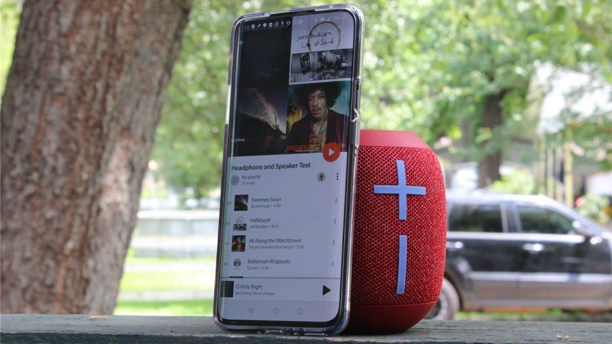 The Wonderboom 2 next to the OnePlus 7 Pro.