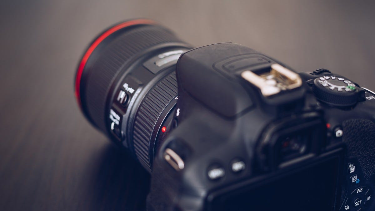 A photo of a DSLR camera.