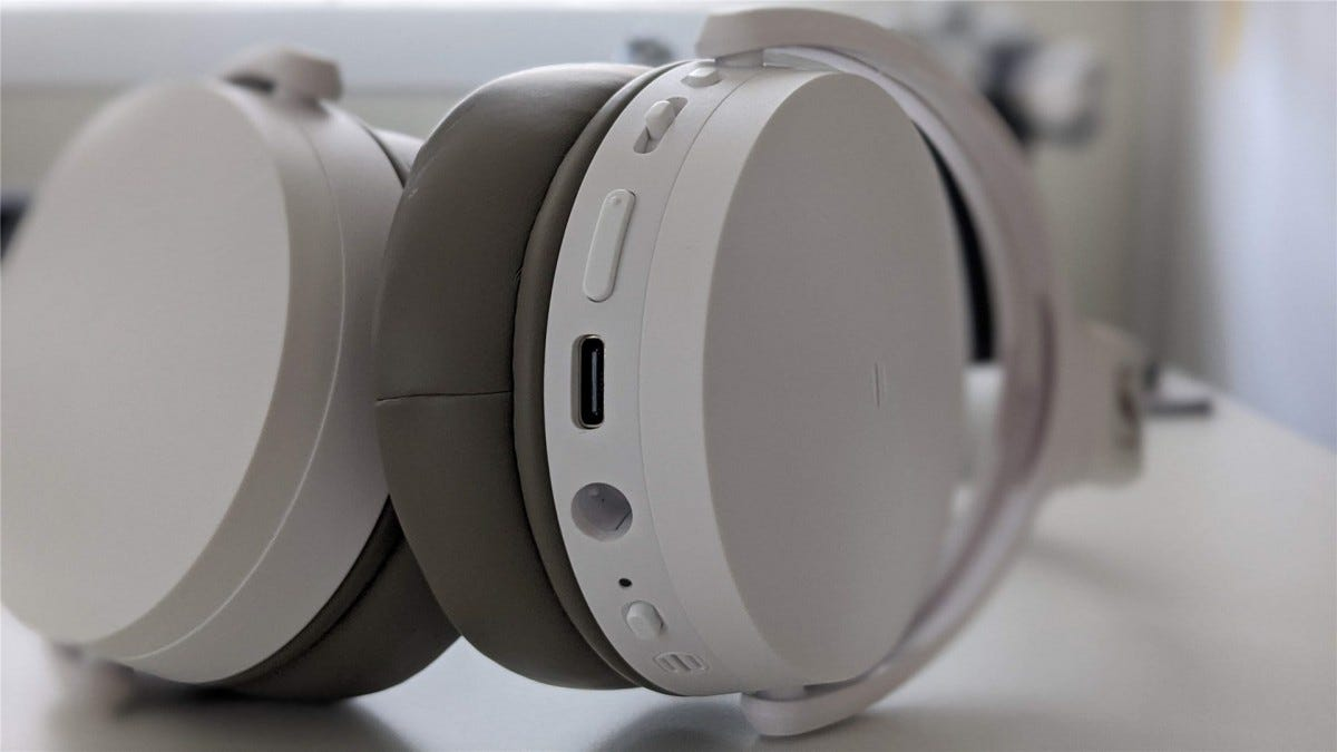 The buttons on the Sennheiser HD 450BT