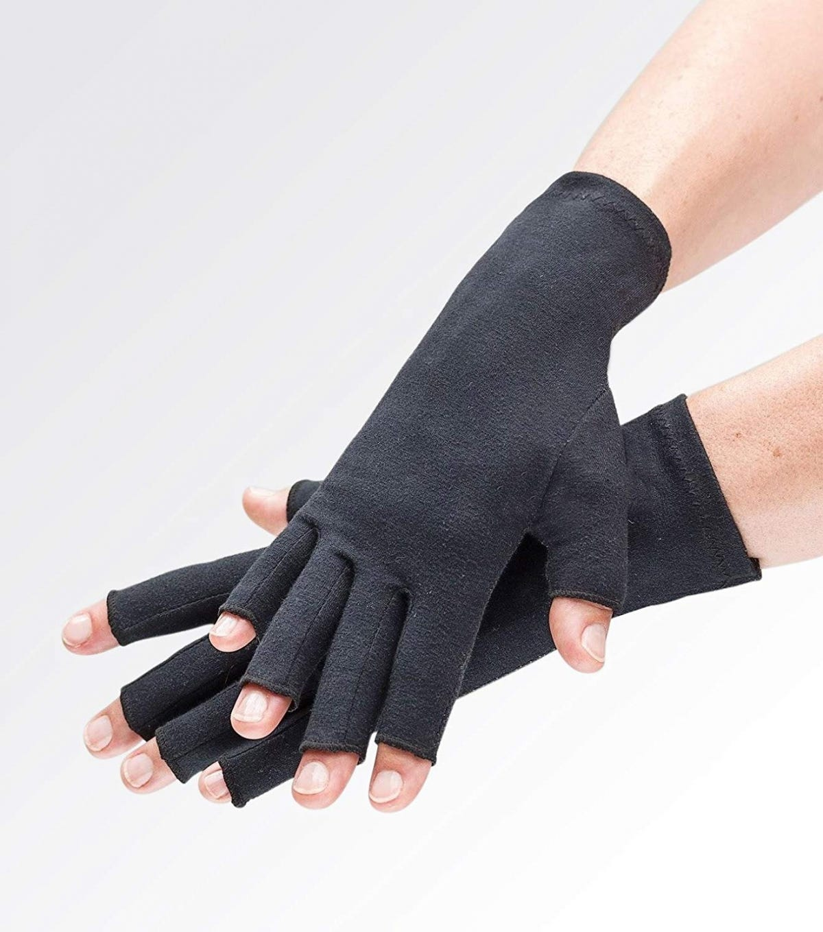 The Best Gloves To Keep Your Freezing Hands Warm In The