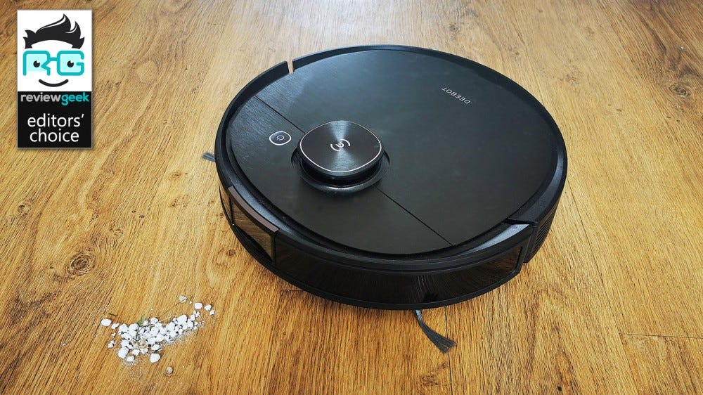 ecovacs deebot ozmo T8 AIVI in operation with dust particles on floor