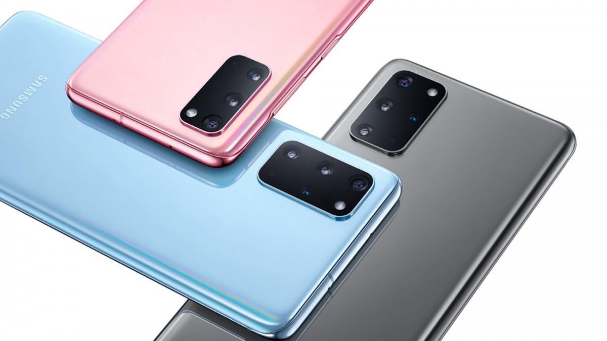 A photo of three Galaxy S20s