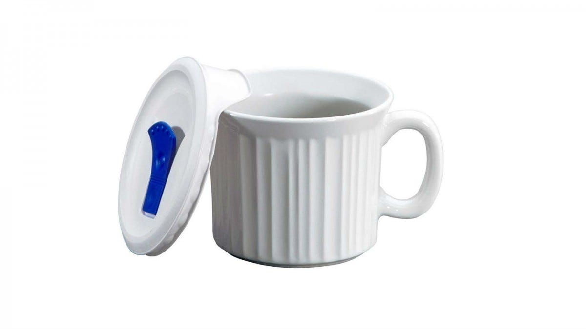 The Corningware 20-Ounce Oven Safe Meal Mug with the lid off and leaning against it.