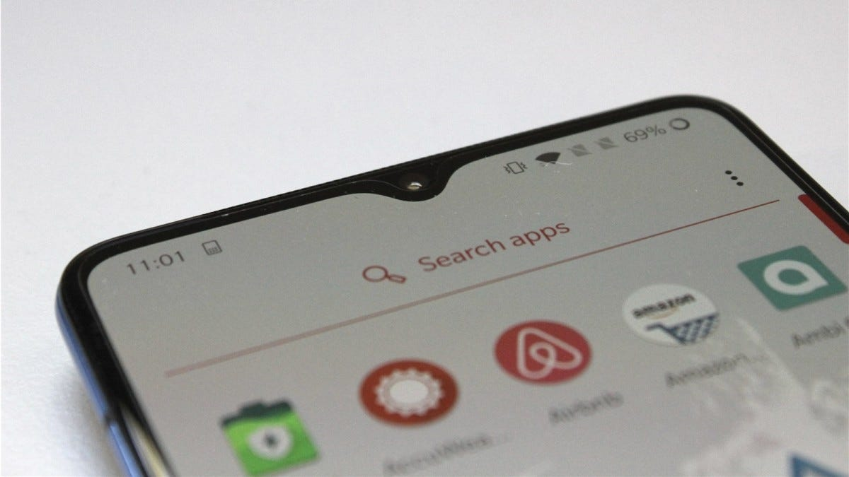 Searching for apps on the OnePlus smartphone