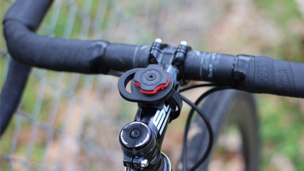 A szárrögzítő egy Cannondale CAADX kavicsos / cyclocross kerékpárhoz van rögzítve.