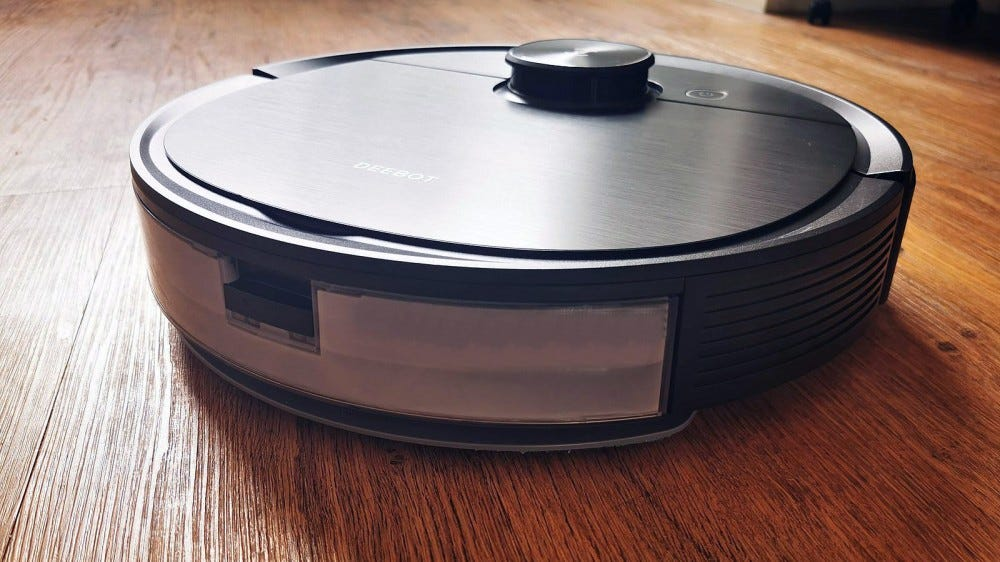 ecovacs deebot ozmo T8 AIVI showing mopping reservoir half full