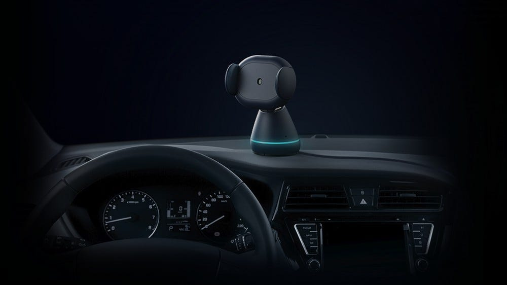 A photo of the iOttie Aivo Connect smartphone mount in a car.