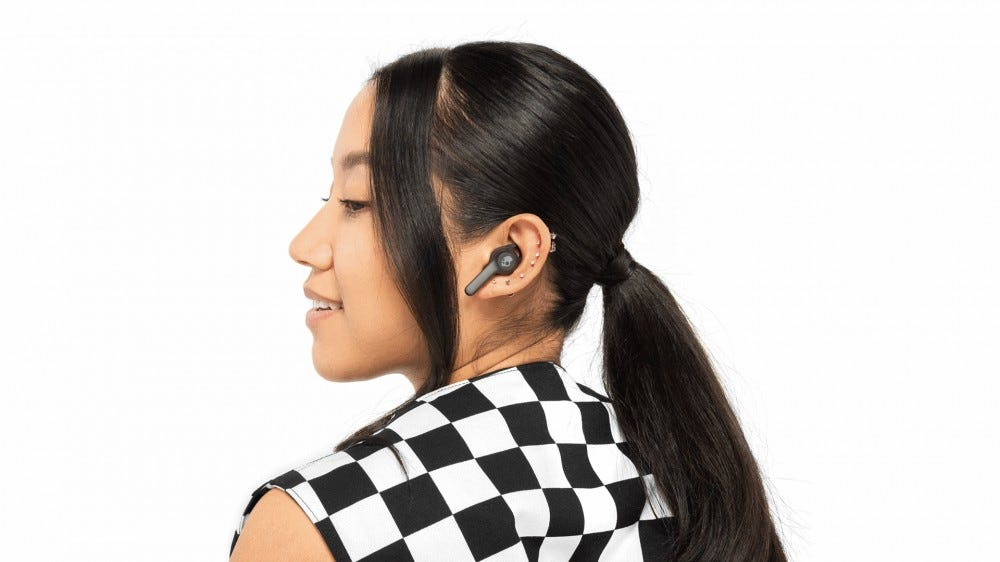 A woman wearing the Skullcandy Indy Fuel