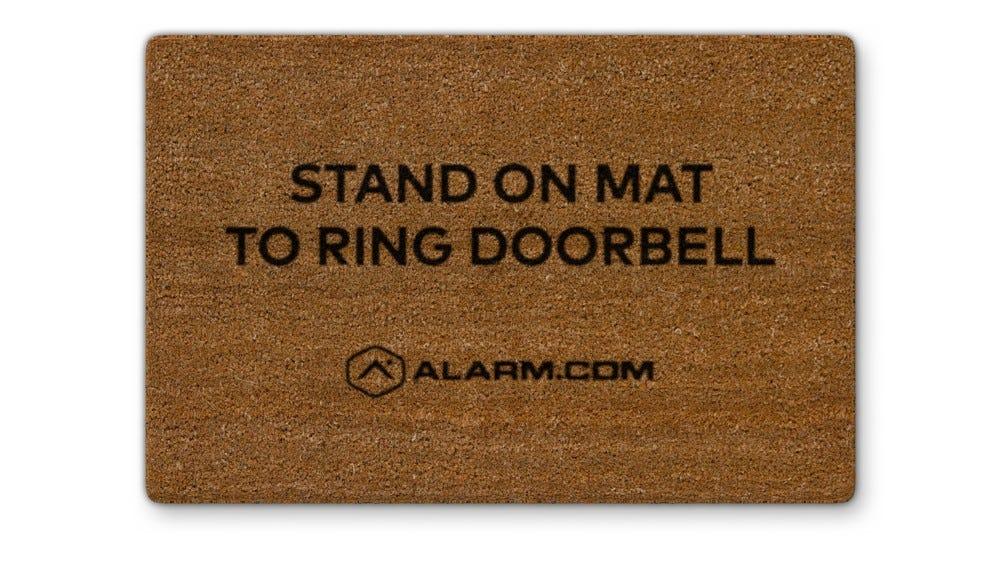 Az Alarm.com érintés nélküli video ajtócsengő padlószőnyeg tartozék.