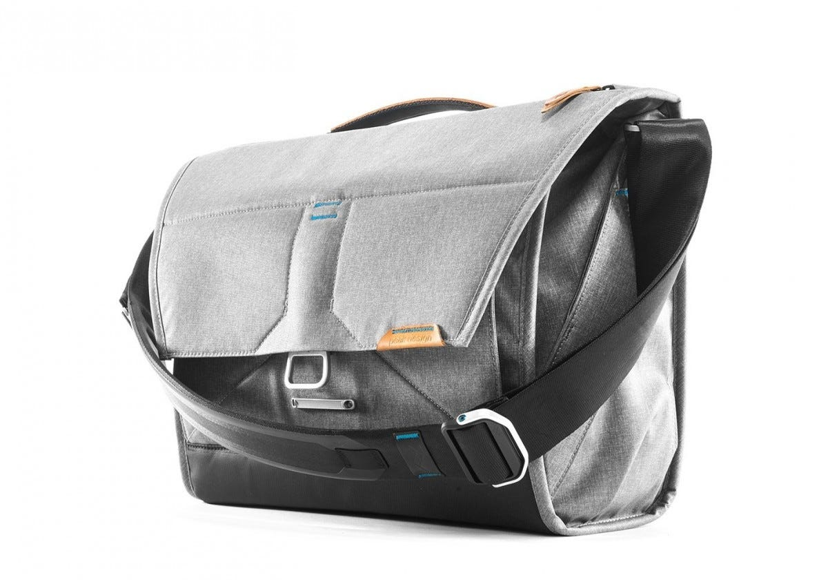 a824482f9356 The Best Premium Laptop Bags For Every Need – Review Geek