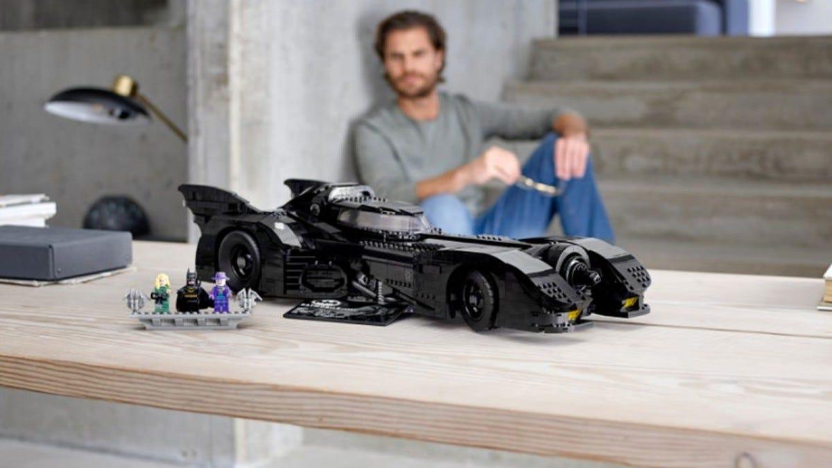 LEGO DC Super Heroes 1989 Batmobile