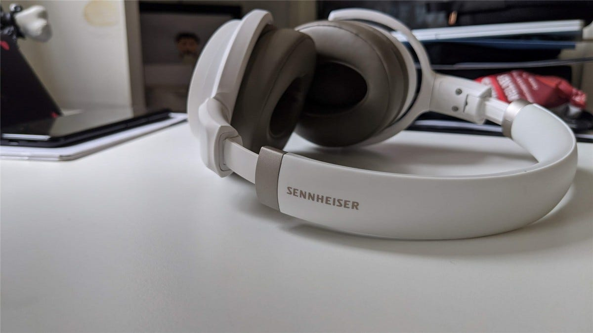 The Sennheiser HD 450BT unfolded, showing the band