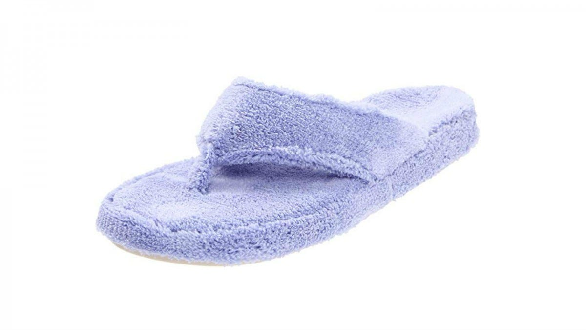 One Acorn Spa Thong Slipper in periwinkle.