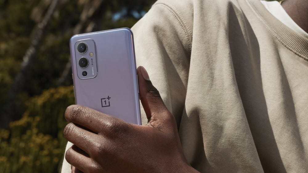 A OnePlus 9 in Winter Mist colors