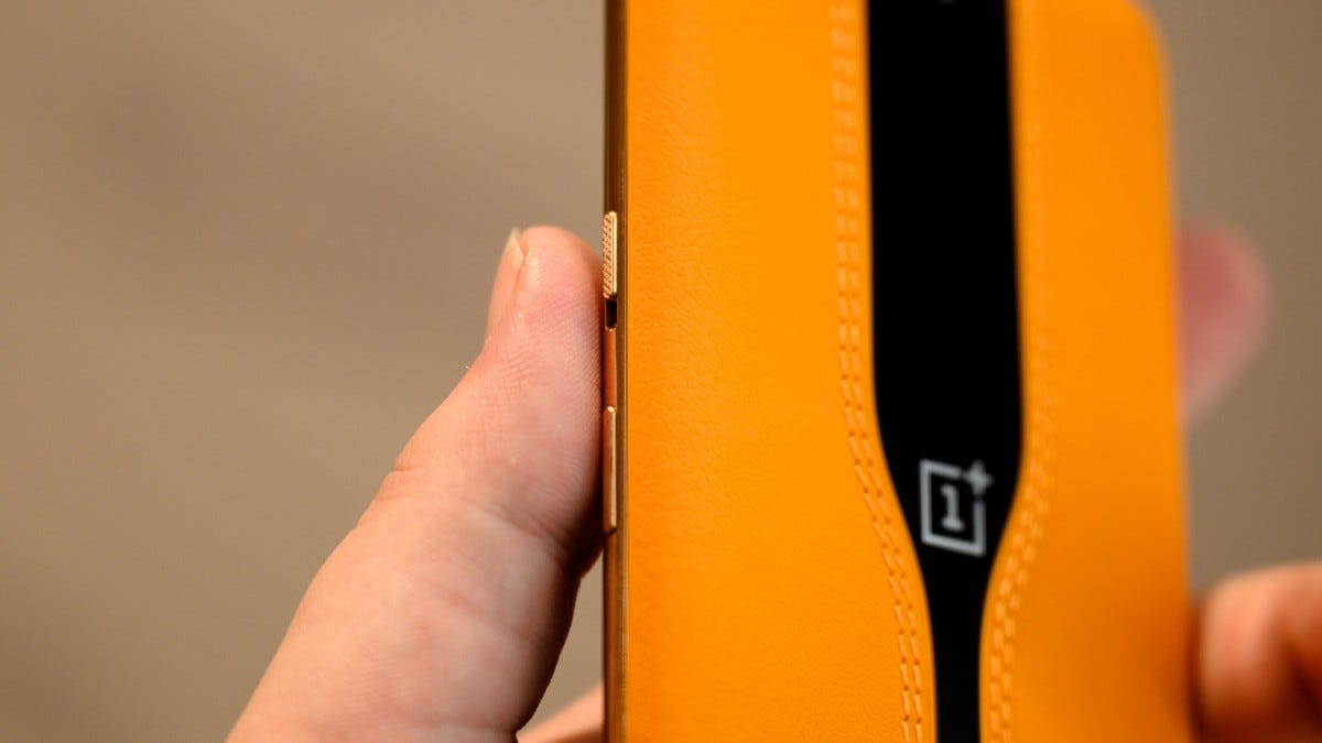 OnePlus Concept One Gold Edge and Buttons