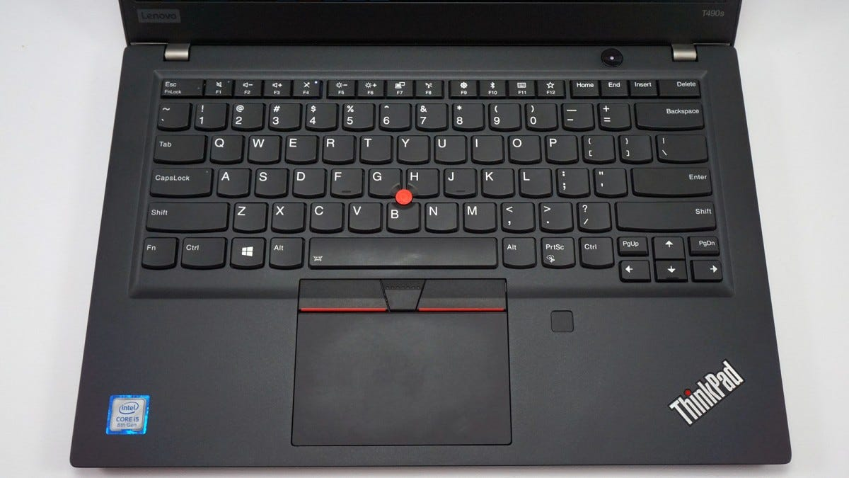 The T490s keyboard, TrackPoint mouse, trackpad, and fingerprint reader.