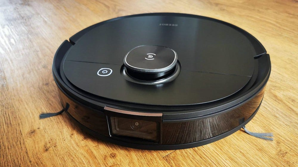 ecovacs deebot ozmo T8 AIVI front view
