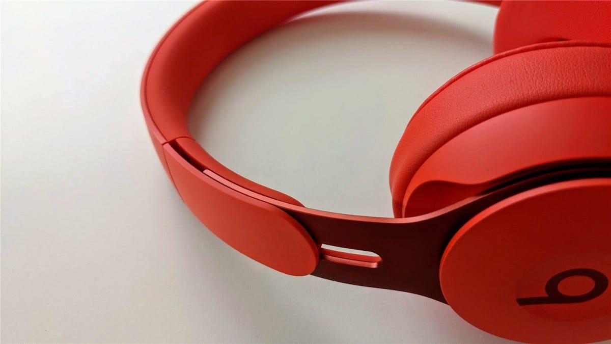The adjustment on the Beats Solo Pro band
