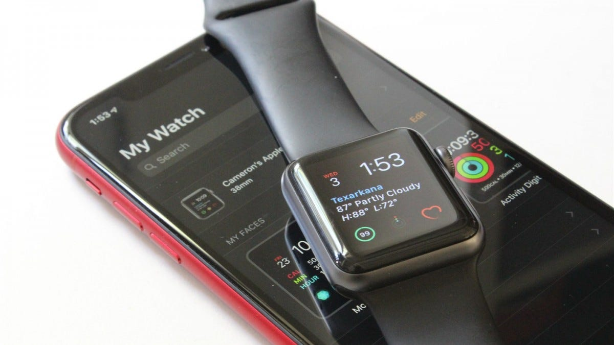 Appe Watch Series 3 on an iPhone XR