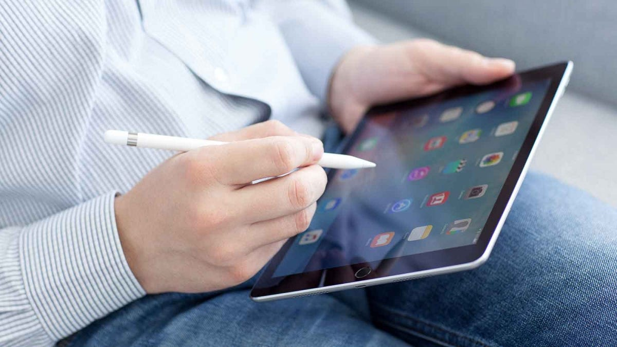 Man using Apple Pencil with iPad Pro