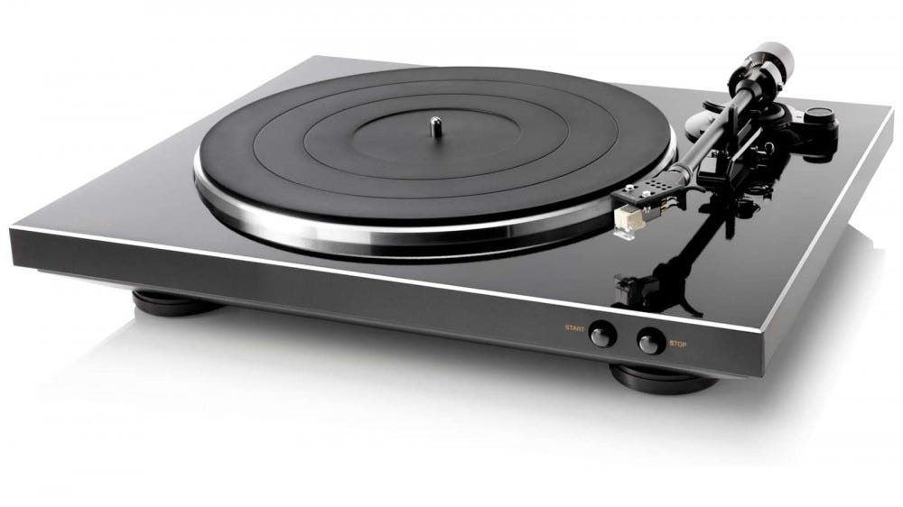 Denon DP-300F turntable with shiny plate and grinding mat