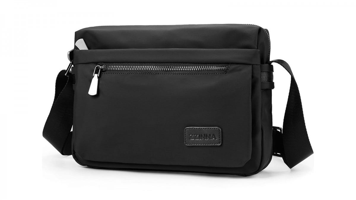 The ZZINNA Man Bag in black.